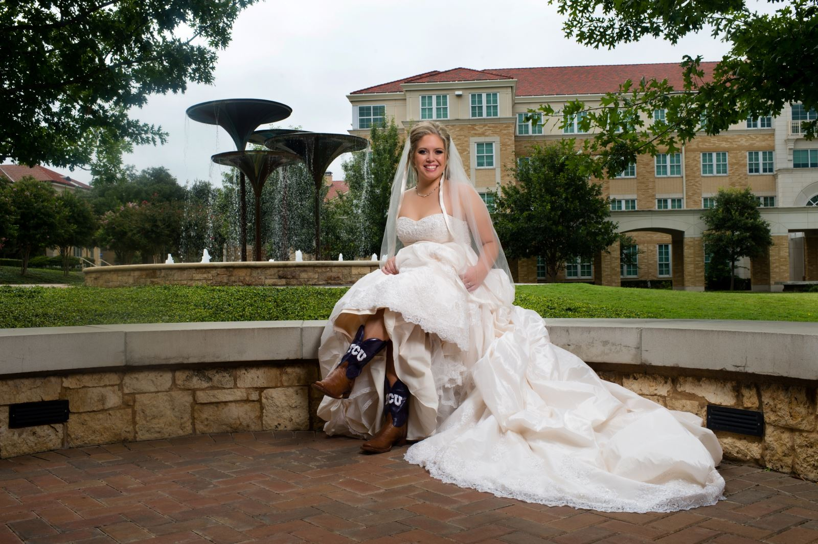 Jenna 39 s wedding gown preservation in texas wedding gown for Why preserve wedding dress
